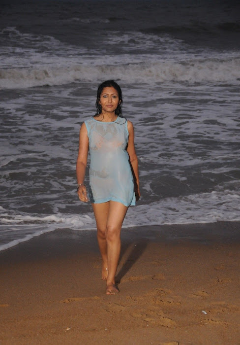 Yen Intha Mayakkam Movie ,Actress Wet & Hot Photos Actress