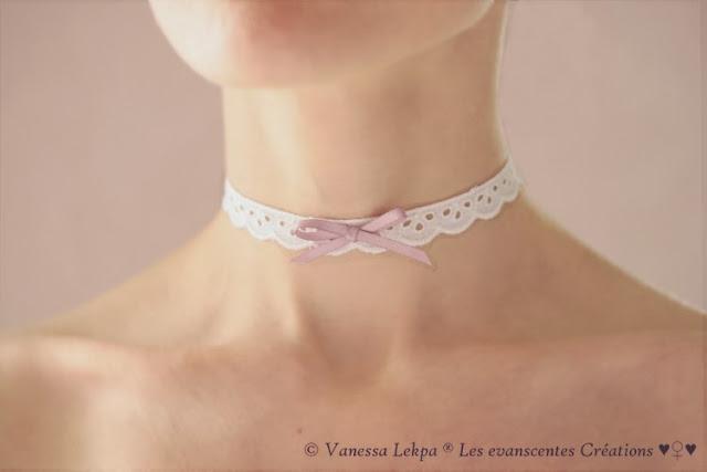 ras du cou mariée romantique dentelle anglaise veritable noeud satin pastel parme violet rose bleu sur mesure piece unique de createur francais haute couture lingerie collier blanc
