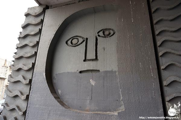 """Bordeaux - Immeuble """"Le Medoc"""", ancien siége du C.I.L.G. (Comité Interprofessionnel Logement Guyenne Gascogne)  Architectes: Atelier d'Architecture: Yves Salier, Adrien Courtois, Pierre Lajus, Michel Sadirac  Relief mural: Véronique Filosof  Construction: 1966 - 1968"""