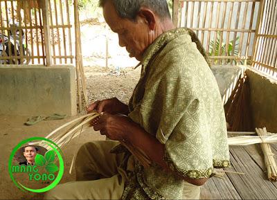 Foto : Cara Membuat Anyaman Bambu Aseupan / Kukusan.
