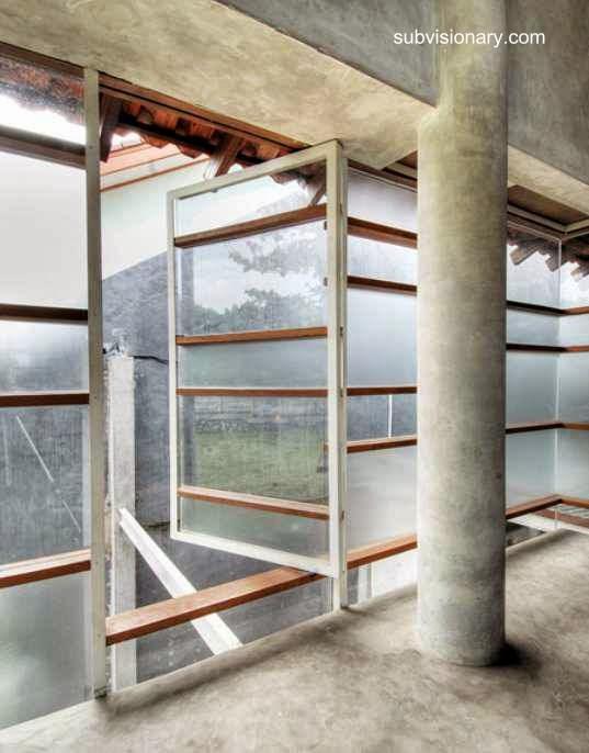 Aberturas en la planta superior de la casa de Indonesia