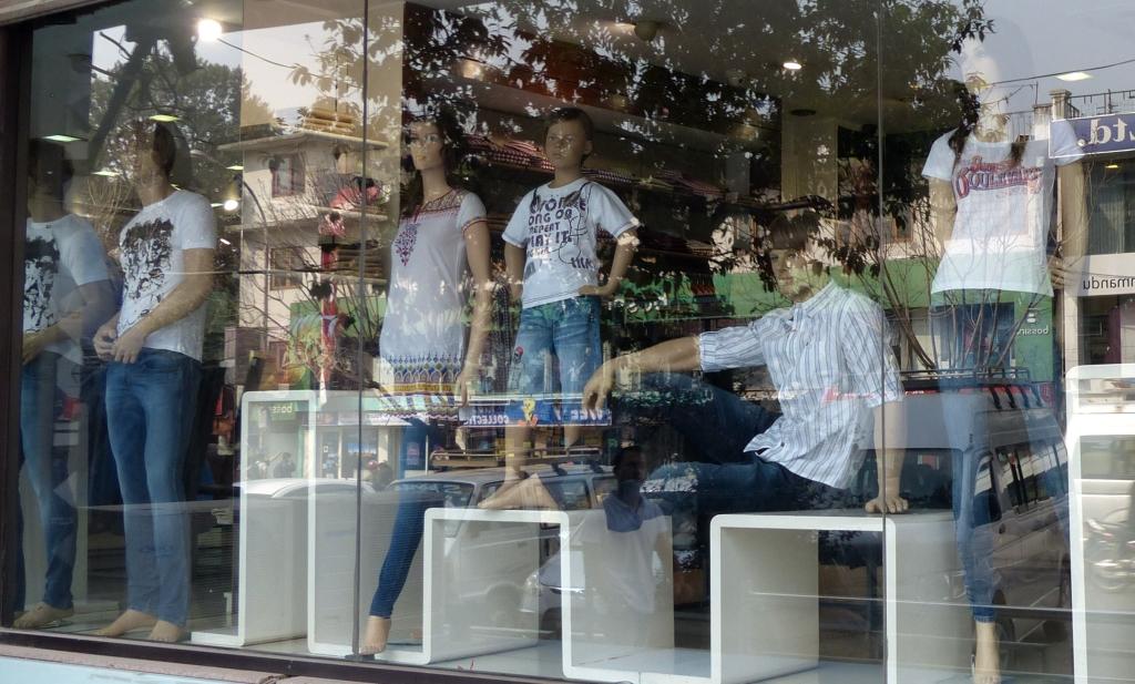 how to wear kathmandu gaiters