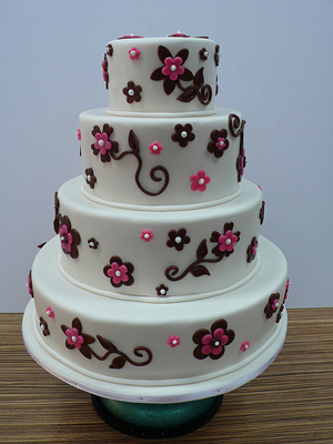 Cake Place: 4 Tier White Wedding Cake with Black and Pink Flowers