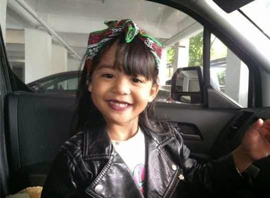 Cucu Amy Search Yang Comel, Keisha Lincah Bergaya Model