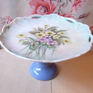 image domum vindemia vintage upcycled cake stand Priscilla blue painted flowers