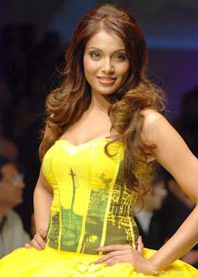 bipasha_basu_hot_model_FilmyFun.blogspot.com