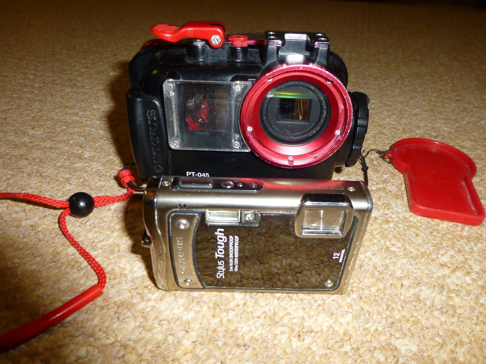 φωτογραφική μηχανή olympus 12mp και υποβρύχια θήκη. μεταχειρισμένο σετ.