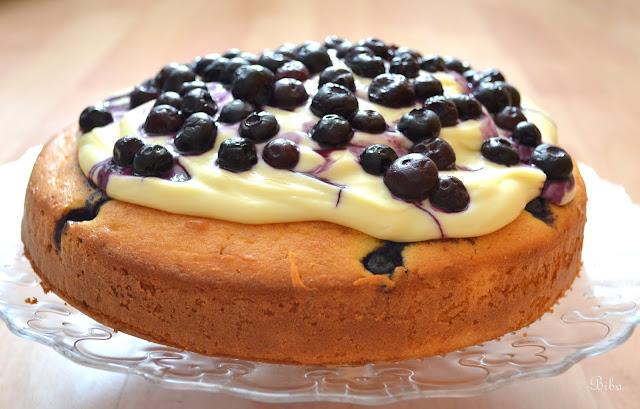čučoriedkový koláč s krémom z bielej čokolády