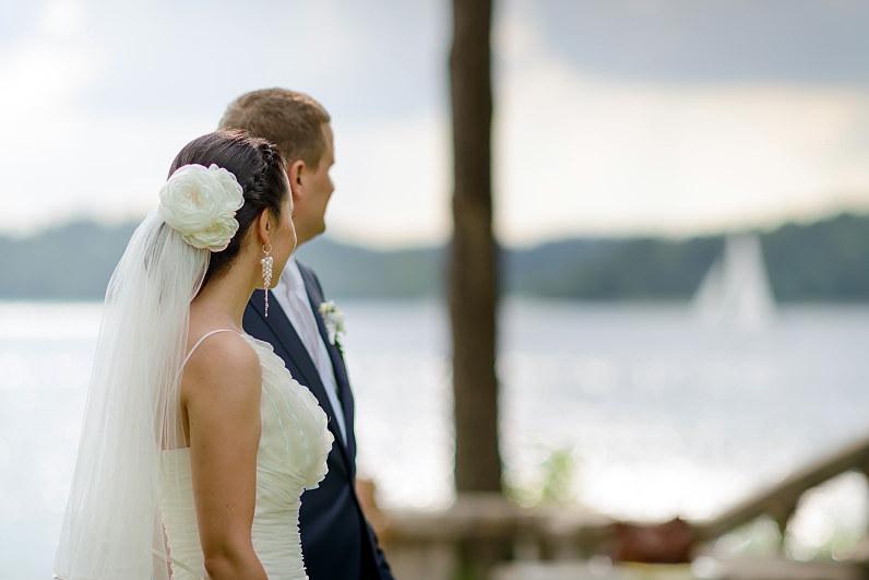 vestuvinės gėlės į plaukus