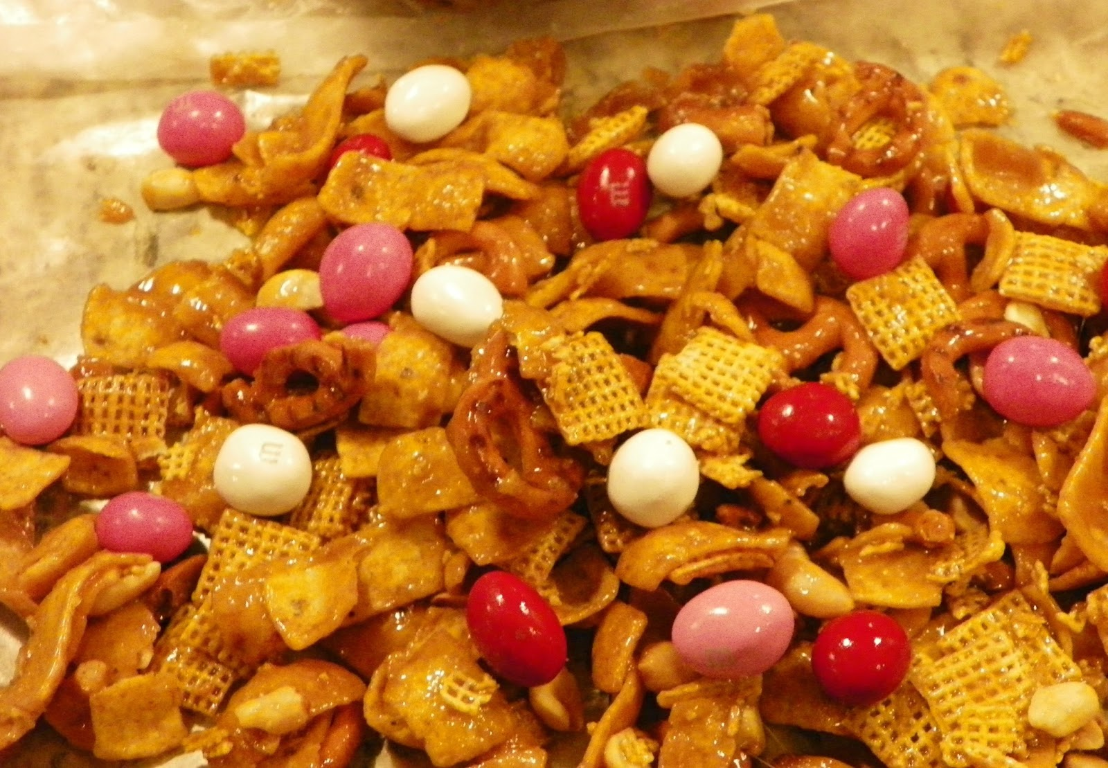 OUT IN THE FIELDS: Sweet and Salty Fritos Snack Mix