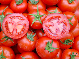 Cara Menghilangkan Komedo Dengan Masker Tomat