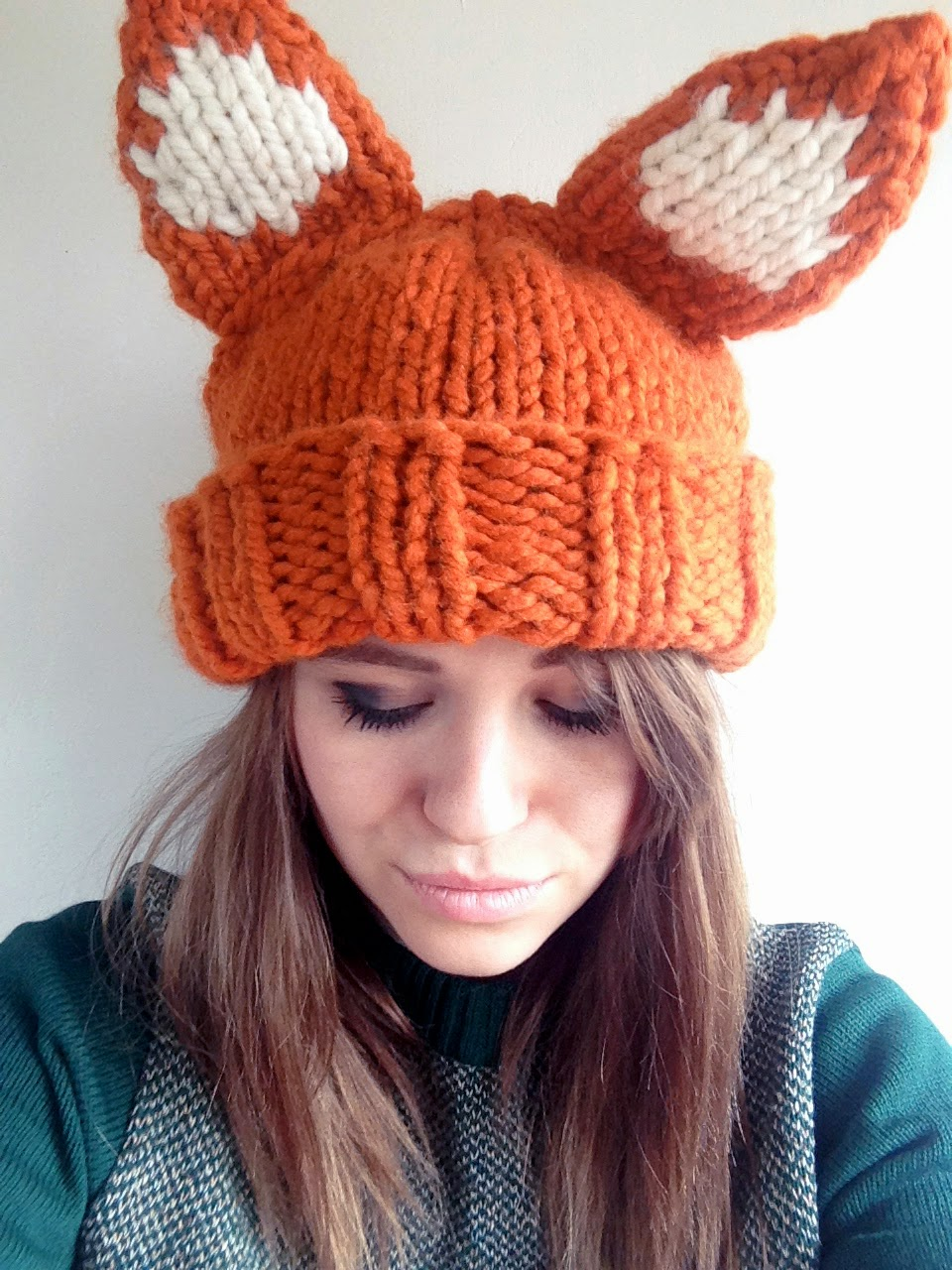 Super chunky foxy hat pattern sincerely louise hat along the rounded decrease neatly sew into place using the a coloured yarn weave in the ends roll up the brim and your hat is all ready to wear dt1010fo