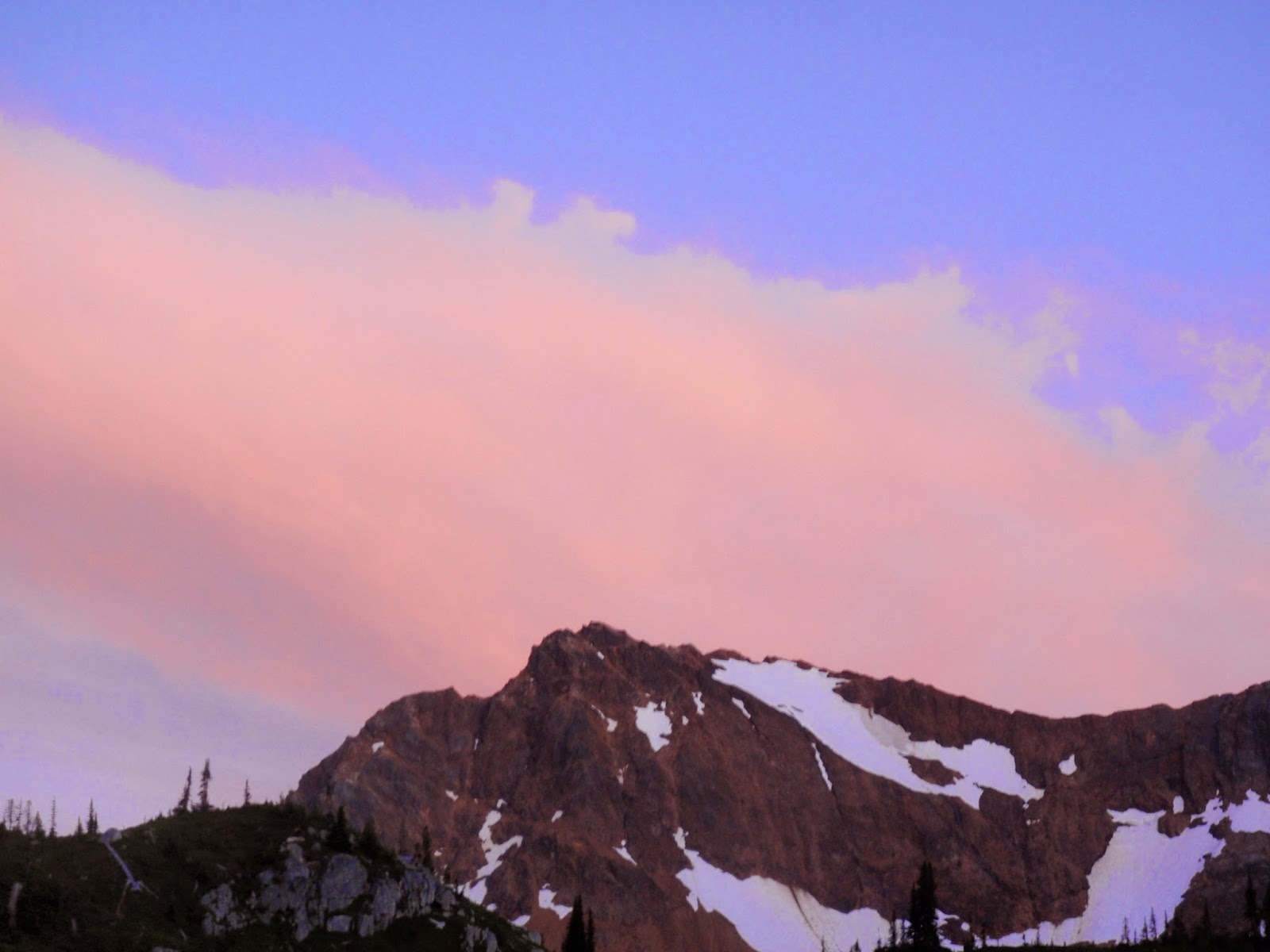 Sun setting above Spider Gap @ Glacier Peak Wilderness