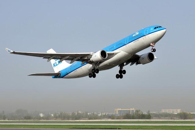 Самолет при наборе высоты, аэропорт Алматы