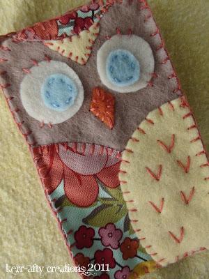 felt gifts: owl iphone case