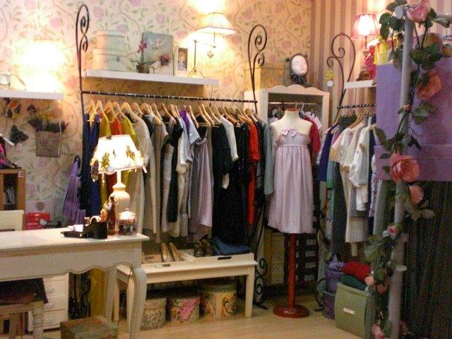 Sevilla de tiendas lapitusa for Decoracion de almacenes de ropa