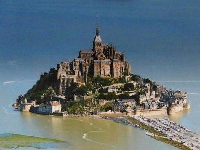 Abadia do Mont Saint Michel - o segundo entre os lugares turísticos mais procurados da França.
