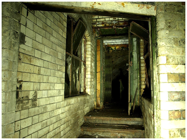 victoria arches, cathedral steps, manchester, urbex, urban exploration, explore, adventure, toilets, 28 days later, ojay, abandoned, forgotten, derelict, ww2, world war 2, air raid shelters, victoria, 1800, 1900.