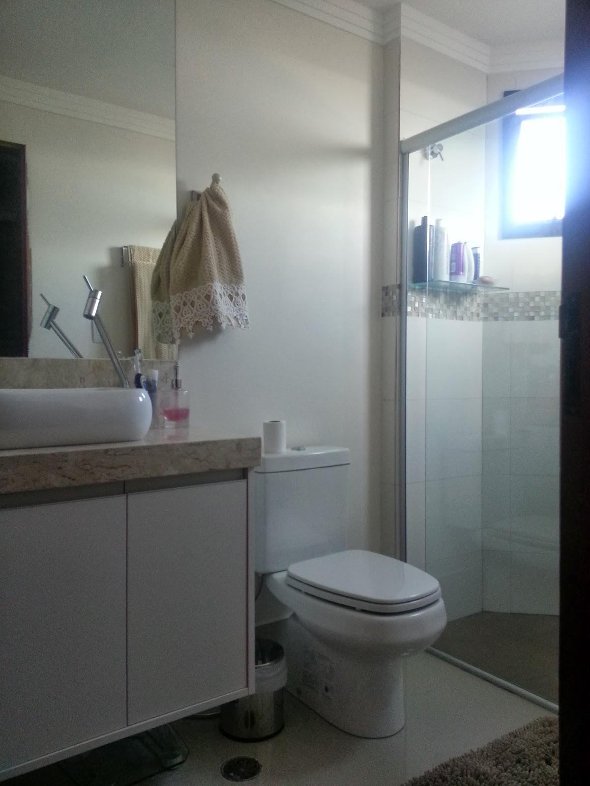 As fotos desse banheiro tiveram que ser tiradas à noitinha pois a  #4E5F7D 1200 1600