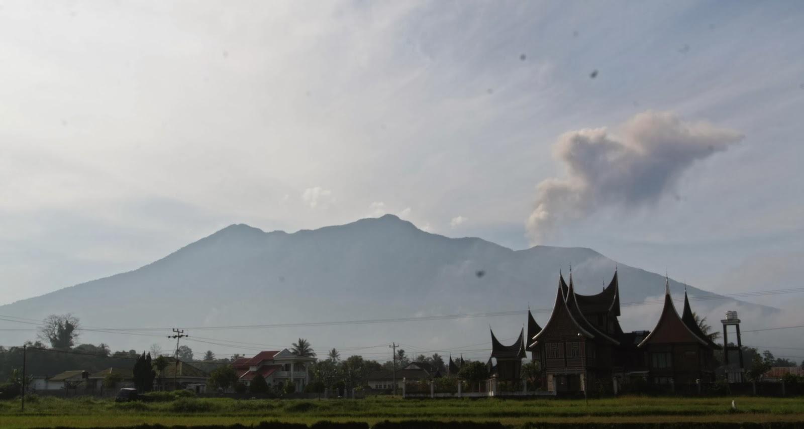 Gunung marapi sumatera barat meletus