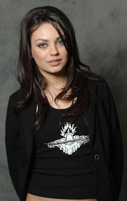 Mila Kunis smileing girl hq wallpaper