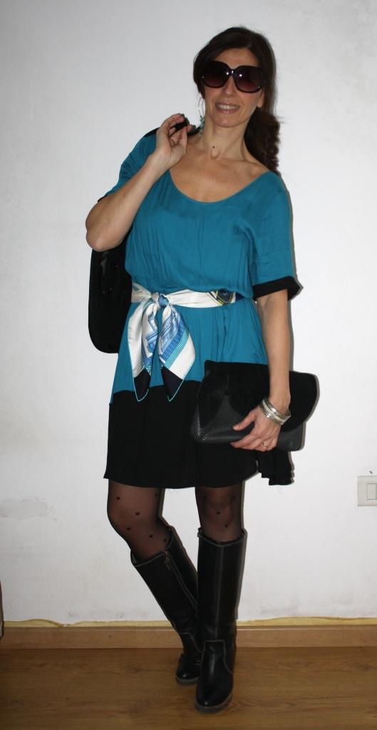Vestido -Koxis-, Botas -Peruggia-, Blazer pana -Calandra-, Pañuelo ...