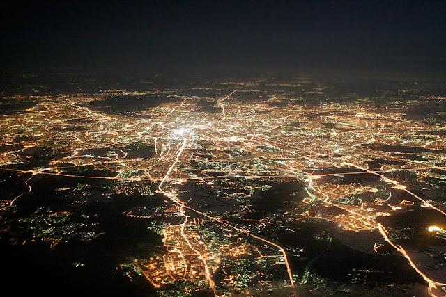 как выглядет город ночью в большой высоты