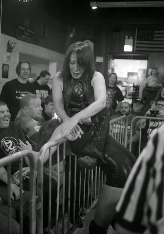 Mayumi Ozaki-Saraya Knight-womens wrestling photos