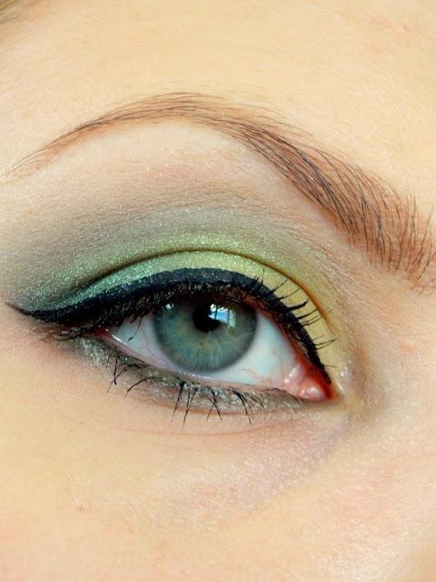 Makijaż w odcieniu zieleni