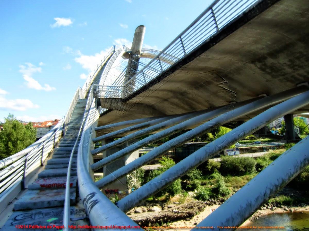 Vista hacia arriba, Puente Milenio, Orense
