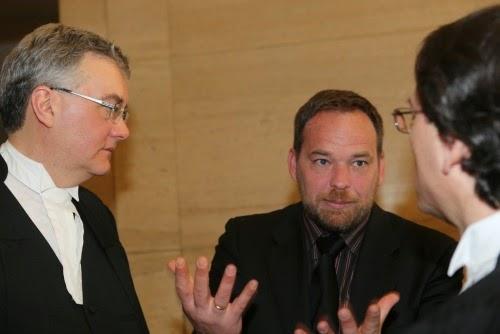 Me Mark Phillips (à gauche) et Paul Donovan, directeur de Loyola, à la Cour suprême