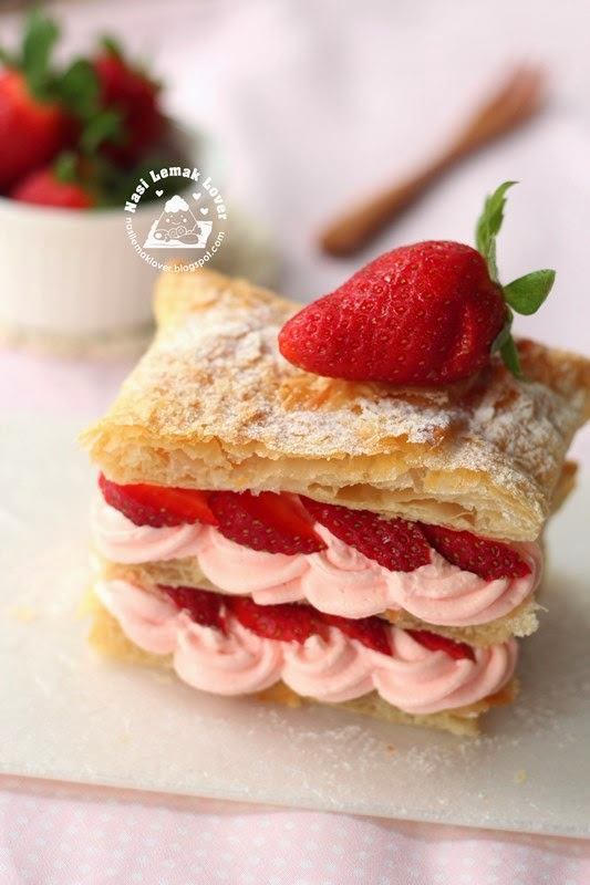 Easy Strawberry Mille-feuille a.k.a Napoleon 拿破仑千层草莓酥