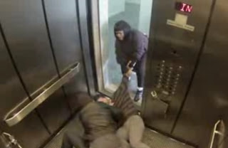 experimento del muerto en el elevador