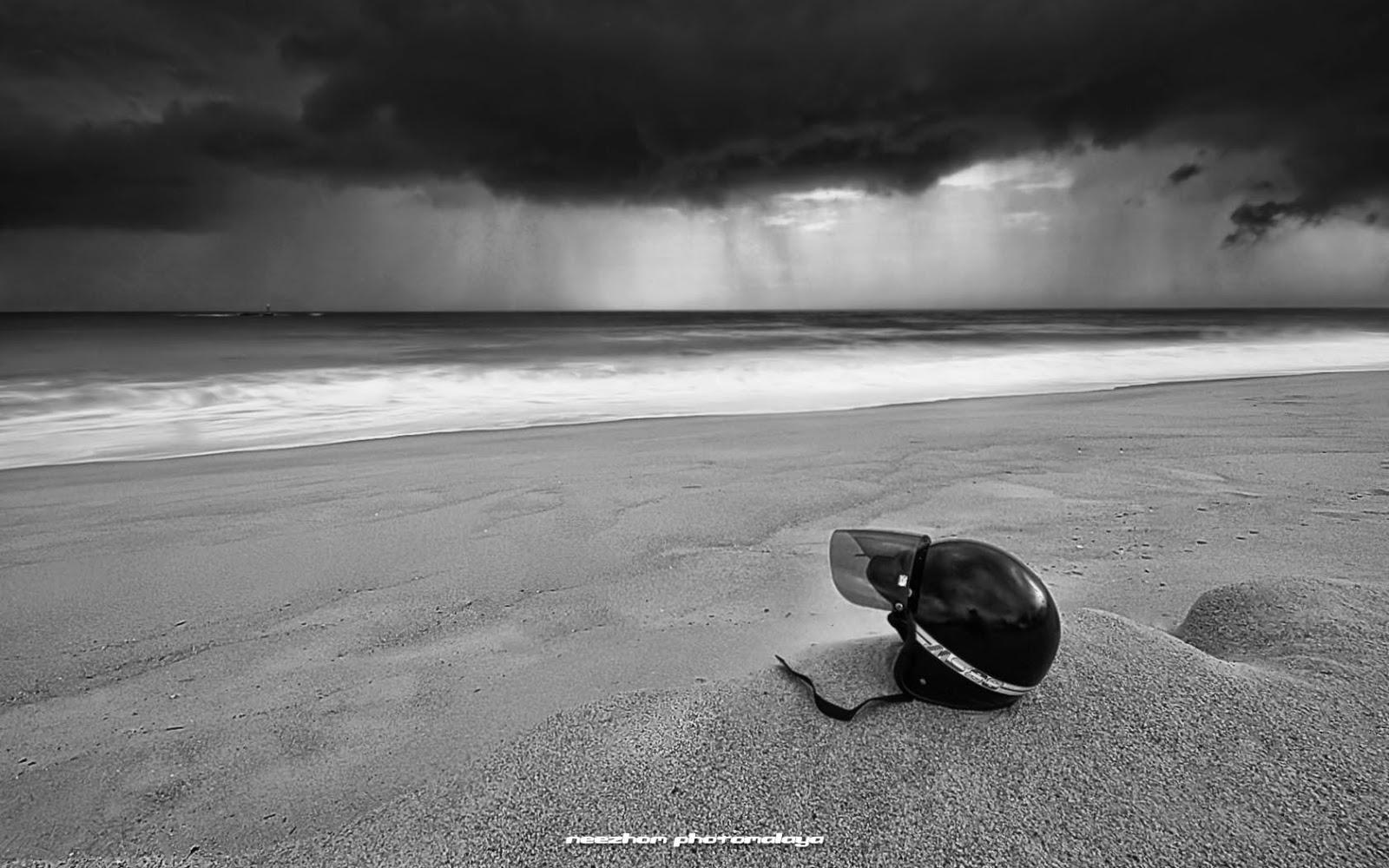 hujan lebat datang menyerbu ke Pantai Batu Rakit