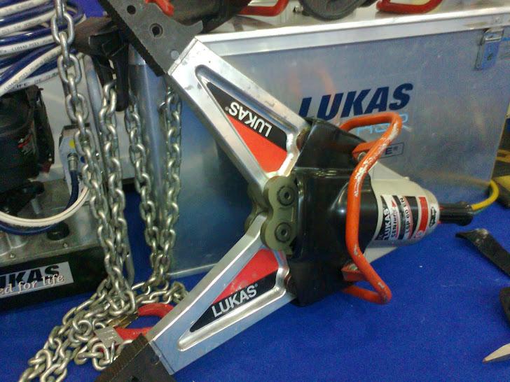 Scissor cutter/ penggunting plat baja