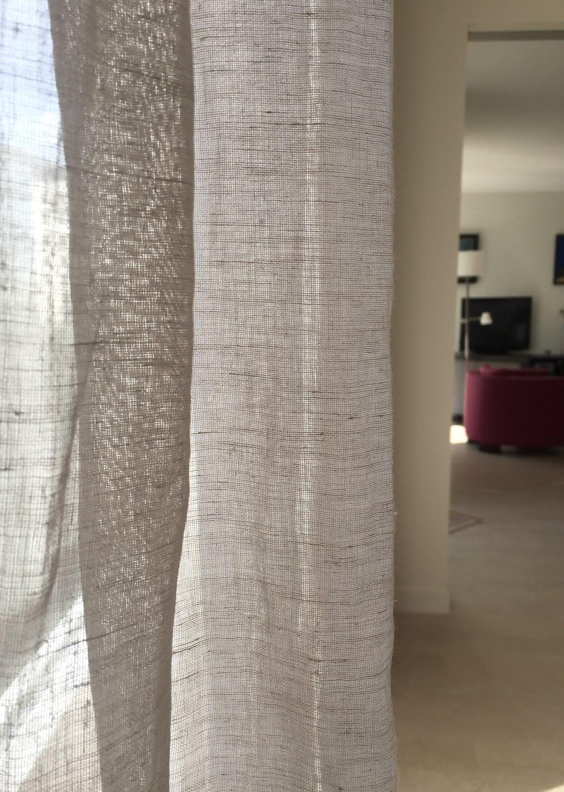Un fauteuil dans la cour rideaux en voile de lin for Rideaux en voile