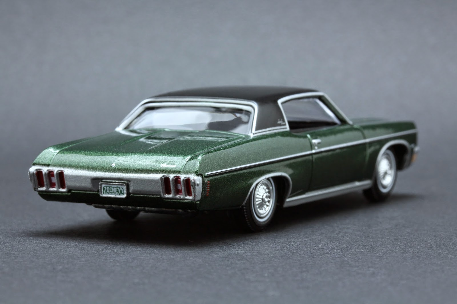 Diecast hobbist 1970 chevrolet impala custom coupe