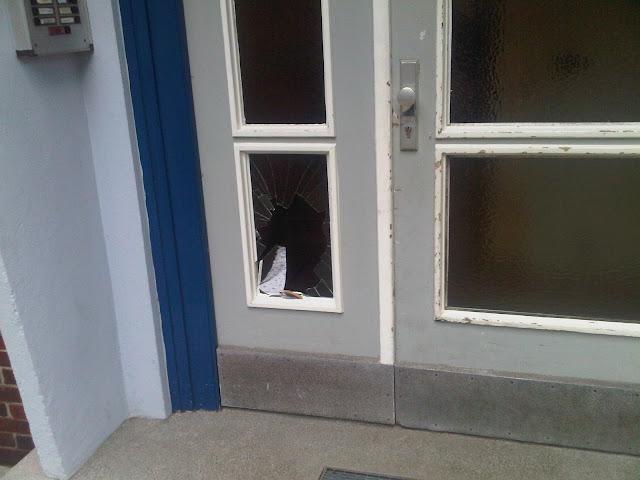 Bild kaputte Tür in Hamburg