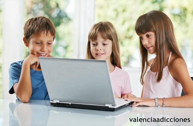REDES SOCIALES Y MENORES VALENCIA ADICCIONES