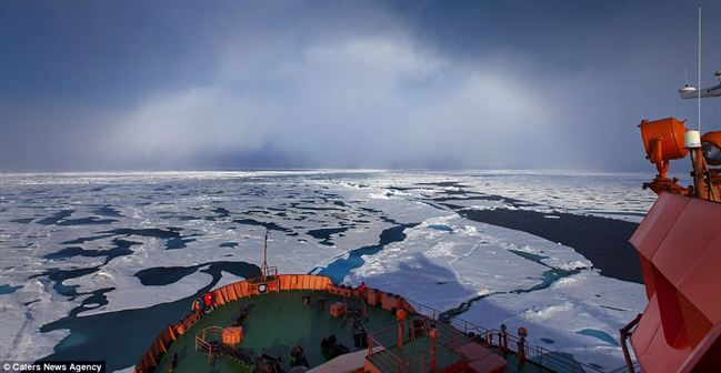 Pelangi putih dirakam di Kutub Utara