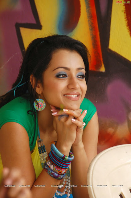 trisha hot in teenmar movie
