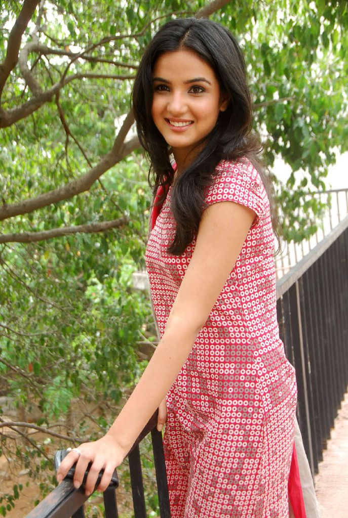 Jasmine Cute Stills At Dil Kabaddi Movie Launch