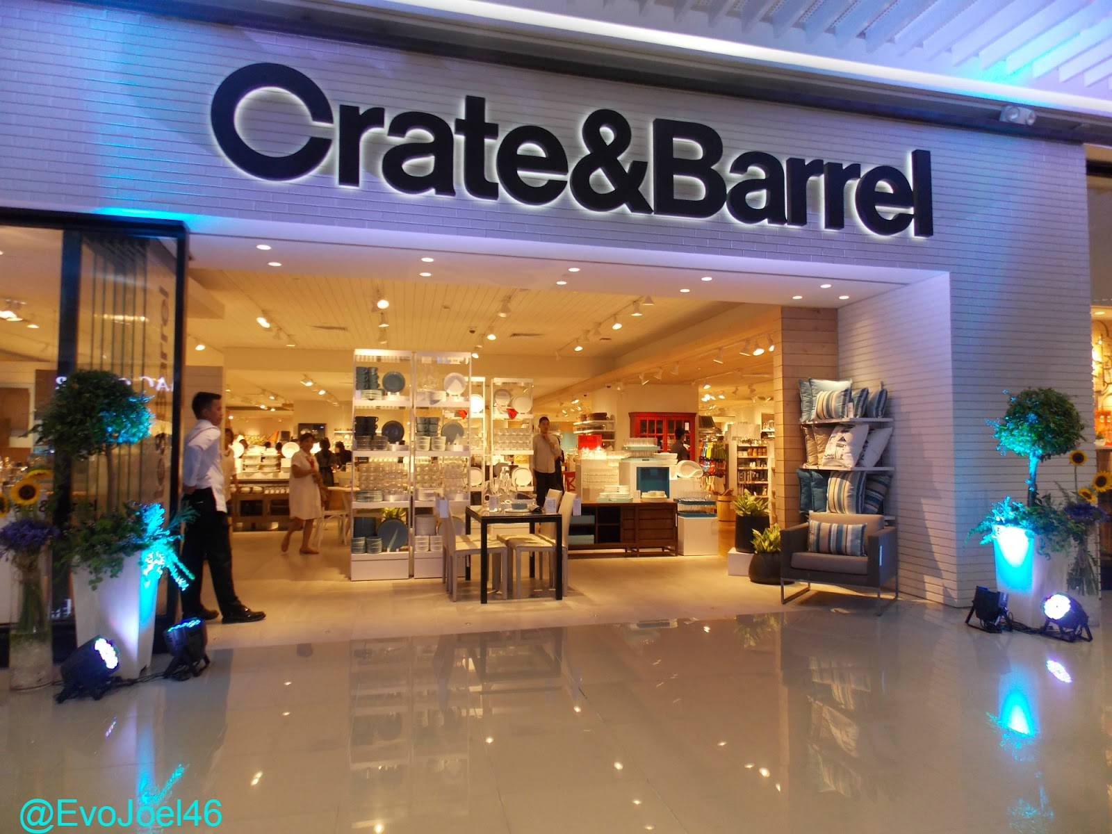 Furniture stores in manila philippines - Crate Barrel Launches Spring Summer Collection For Manila Branches The Leading American Furniture Store