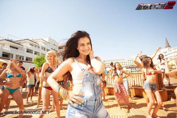 Race2+Latest+Movie+Stills+Photos++(12)