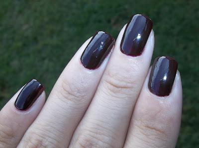 Avon color trend morado oscuro