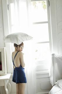 Shimazaki-Haruka-Fashion-Photobook-Dengan-Bantal-Diatas-Kepala