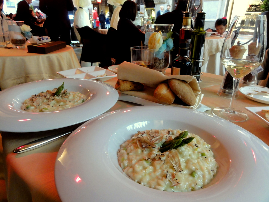 Gourmet lunch at savini s in milan artichokes with for Best risotto in milan