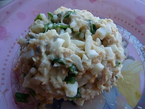 Салат с рисом яйцом и консервой рецепт