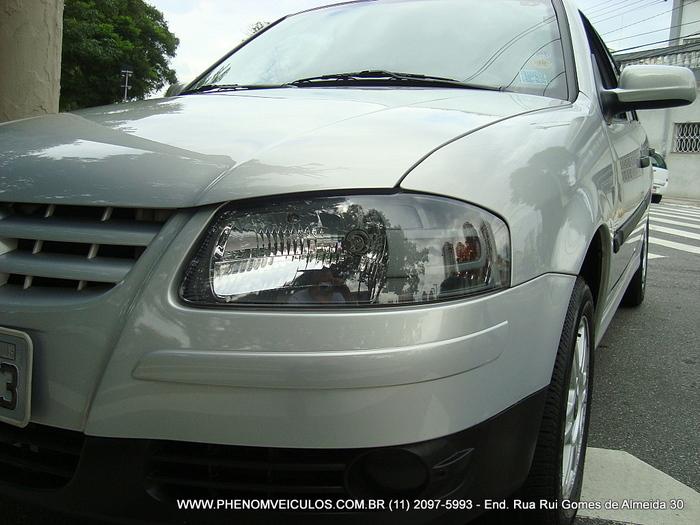 VW Gol Trend 1.0 Flex 2008 4 Portas - faróis com máscara negra