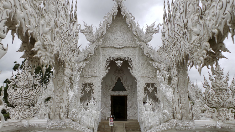As belas e curiosas imagens do Thailand's White Temple